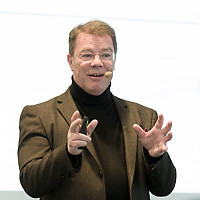 Kommunikationstrainer Oliver Groß beim Vortrag